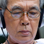 Hörverlust Wie sinnvoll ist ein prävetiver Hörtest? Mann mit Kopfhörer beim Test--1